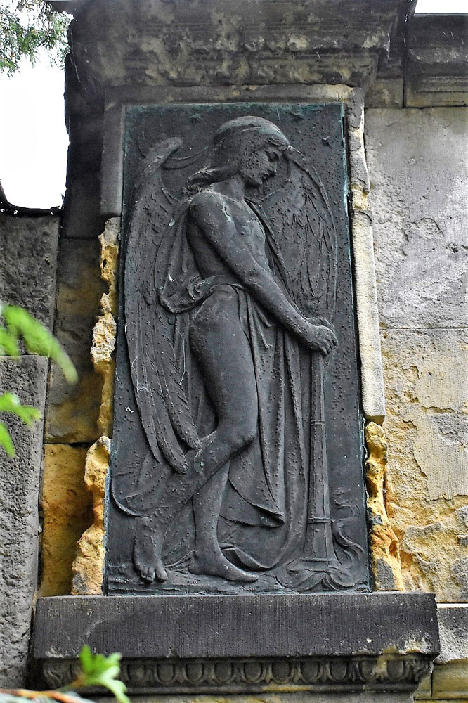 Relief-Thanatos.jpg
